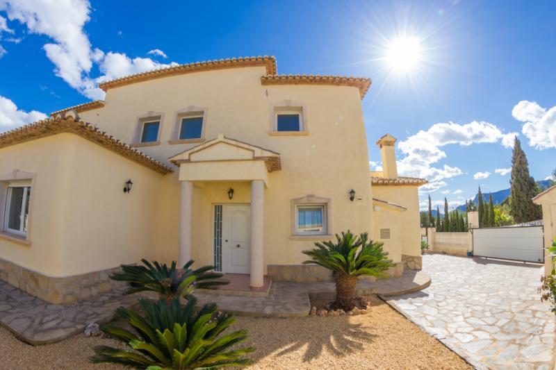 Испания недвижимость кальпе